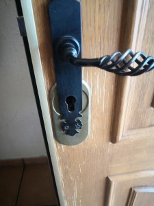 colocamos cerraduras en puerta de interior, Cerrajería Novelda