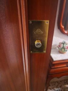 Apertura de puerta y cambiar de cerraduras , Cerrajeros de Alicante 24 horas Urgentes