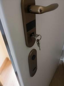 Cambiamos y reparamos cerraduras para puertas acorazadas
